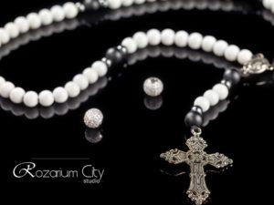католические четки из агата