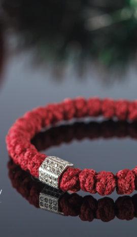 Брояница цвета Бордо с бусиной, инкрустированной фианитами
